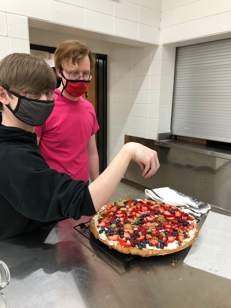 Mrs. Schmitt's Foods II class of 23 students were busy preparing healthy snacks during their Meal Planning Unit. Their choices were: hummus, vanilla yogurt, trail mix, vegetables, a protein, and fruit. The only splurge was the fruit pizza; otherwise the rest were very healthy. You can see why the culinary classes at New Hampton are becoming very popular!